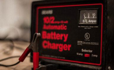 Akkumulátor töltő fejlett mikroprocesszorral