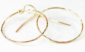 Az arany karika fülbevaló mindig viselhető