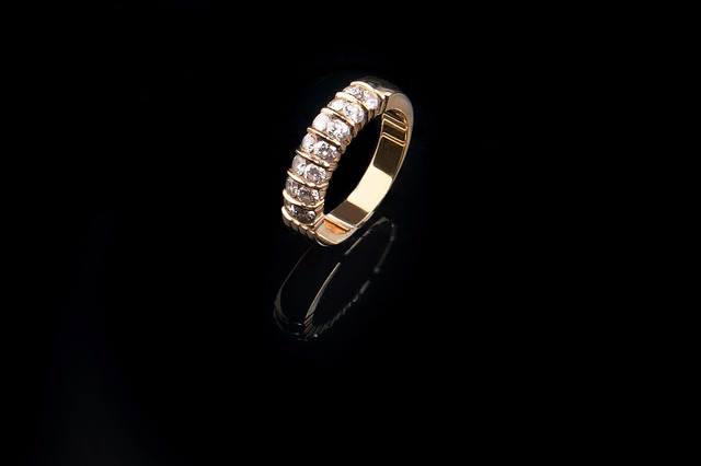 Megfizethető áron kapható egyszerű karikagyűrű