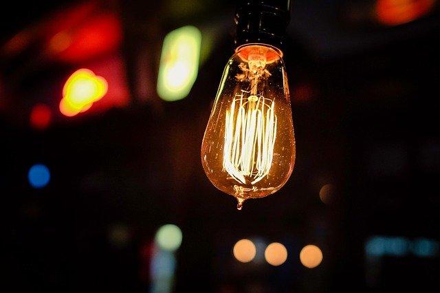 Az éjjeli lámpa pótolhatatlan eszköz a gyerekszobában