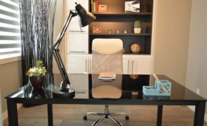 Modern stílusú asztali lámpa