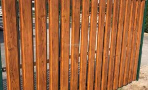 Milyen előnyökkel rendelkezik a fémlemez kerítés?