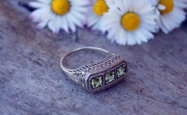 Fémjelzéssel ellátott pecsétgyűrű